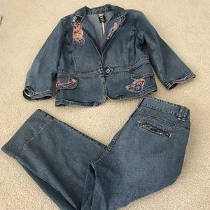 BETS by Canvasbacks cropped jeans and matching bla